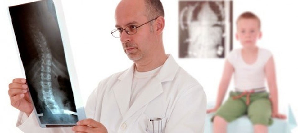 Scoliosis cause can be determined by an expert